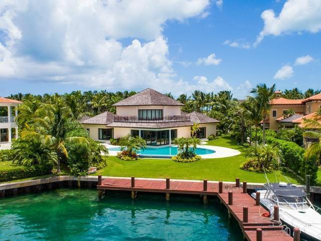 /listing-single-family-home-in-paradise-island-30525.html from Coldwell Banker Bahamas Real Estate