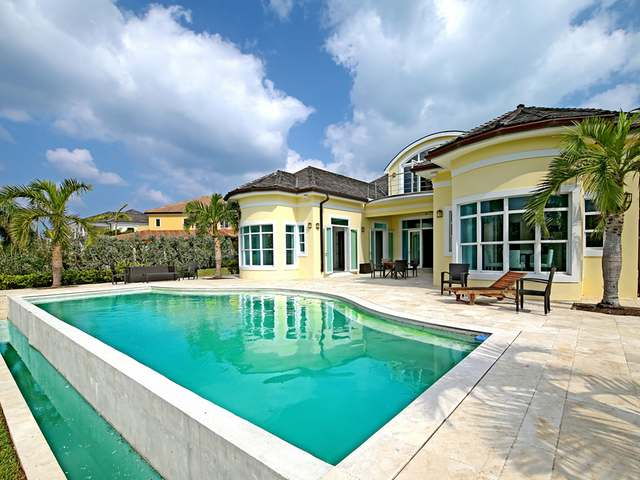 /listing-single-family-home-in-paradise-island-29652.html from Coldwell Banker Bahamas Real Estate