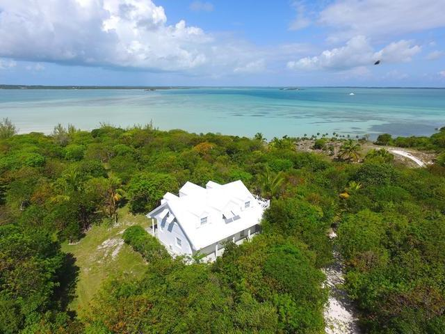 /listing-single-family-home-in-harbour-island-30048.html from Coldwell Banker Bahamas Real Estate