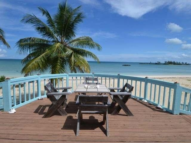 /listing-single-family-home-in-leisure-lee-30795.html from Coldwell Banker Bahamas Real Estate