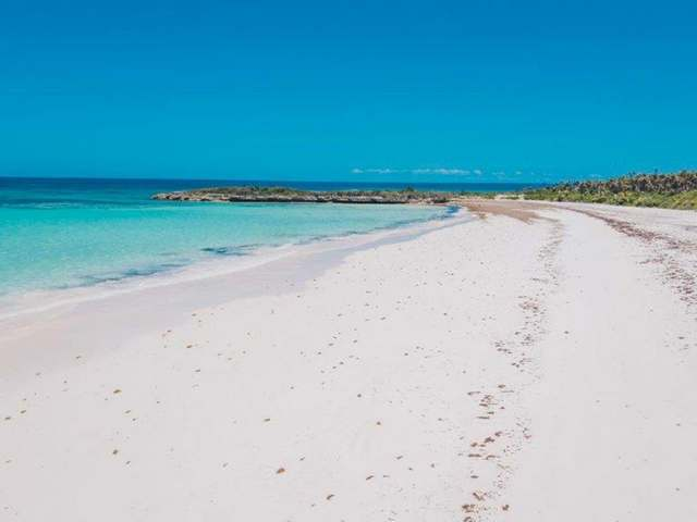 /listing-lots-acreage-in-windermere-island-31112.html from Coldwell Banker Bahamas Real Estate