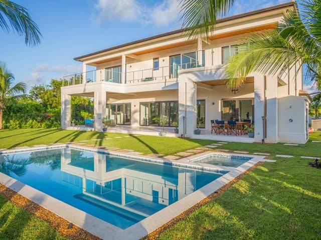 /listing-single-family-home-in-old-fort-bay-31815.html from Coldwell Banker Bahamas Real Estate