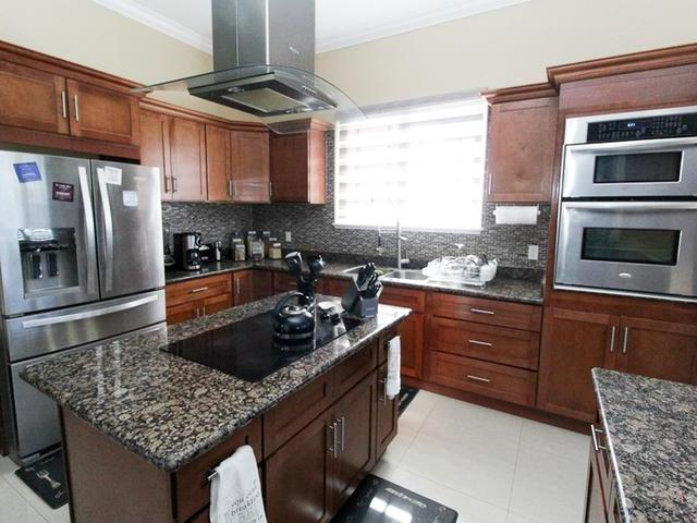 /listing-single-family-home-in-lincoln-green-31824.html from Coldwell Banker Bahamas Real Estate