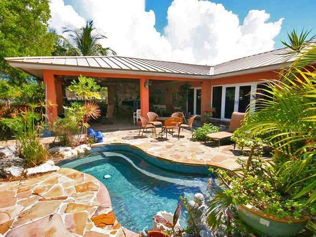 /listing-single-family-home-in-fortune-bay-31826.html from Coldwell Banker Bahamas Real Estate