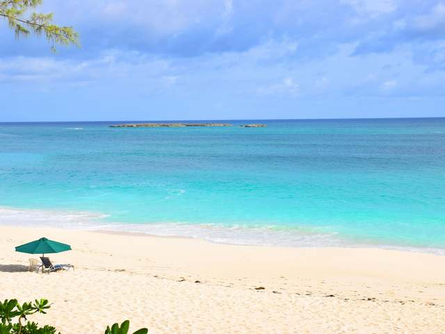 /listing-condo-in-paradise-island-33723.html from Coldwell Banker Bahamas Real Estate