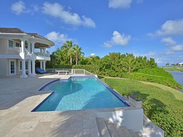 /listing-single-family-home-in-paradise-island-32228.html from Coldwell Banker Bahamas Real Estate