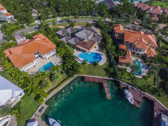 /listing-single-family-home-in-paradise-island-33853.html from Coldwell Banker Bahamas Real Estate
