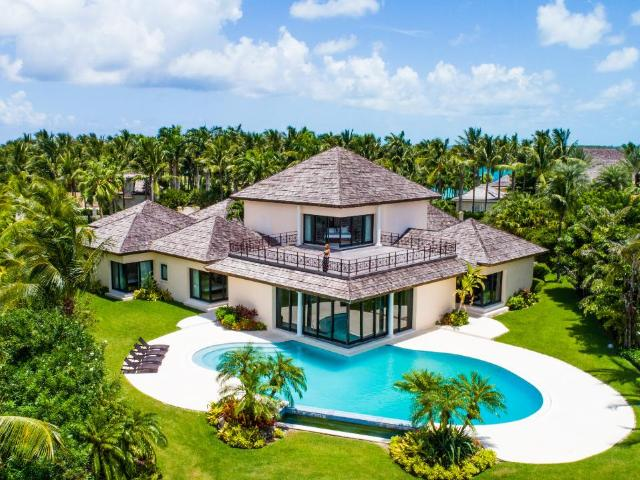 /listing-single-family-home-in-paradise-island-32419.html from Coldwell Banker Bahamas Real Estate
