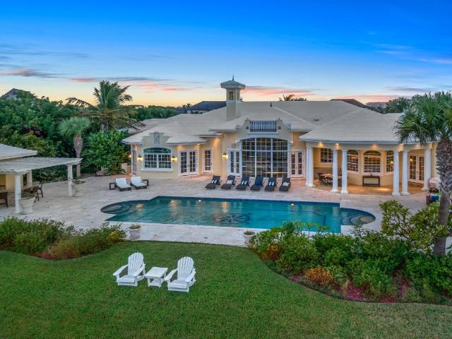 /listing-single-family-home-in-paradise-island-35902.html from Coldwell Banker Bahamas Real Estate
