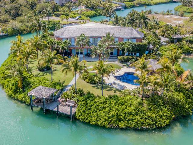 /listing-single-family-home-in-old-fort-bay-33131.html from Coldwell Banker Bahamas Real Estate