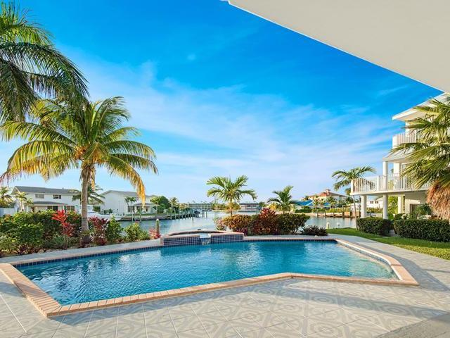 /listing-condo-in-lucaya-33374.html from Coldwell Banker Bahamas Real Estate