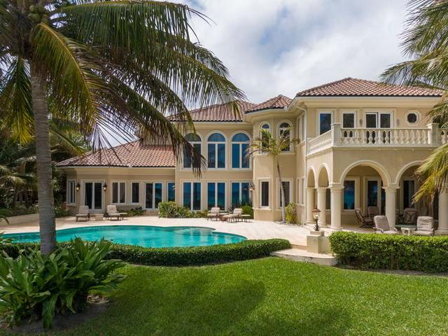 /listing-single-family-home-in-paradise-island-33444.html from Coldwell Banker Bahamas Real Estate