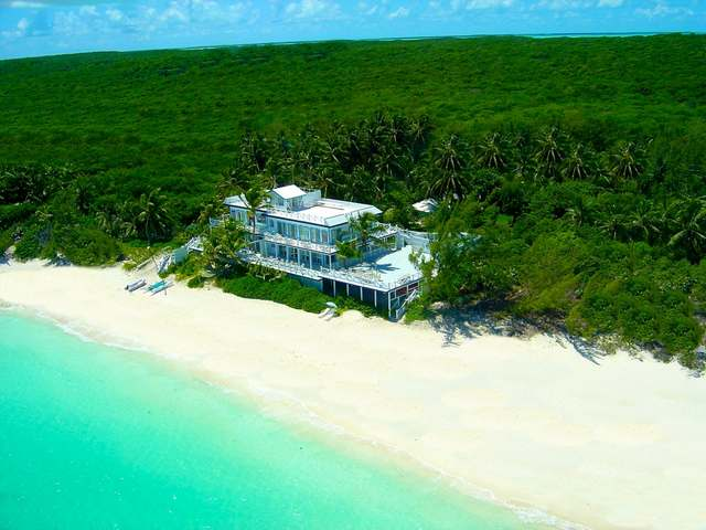 /listing-single-family-home-in-tar-bay-33399.html from Coldwell Banker Bahamas Real Estate
