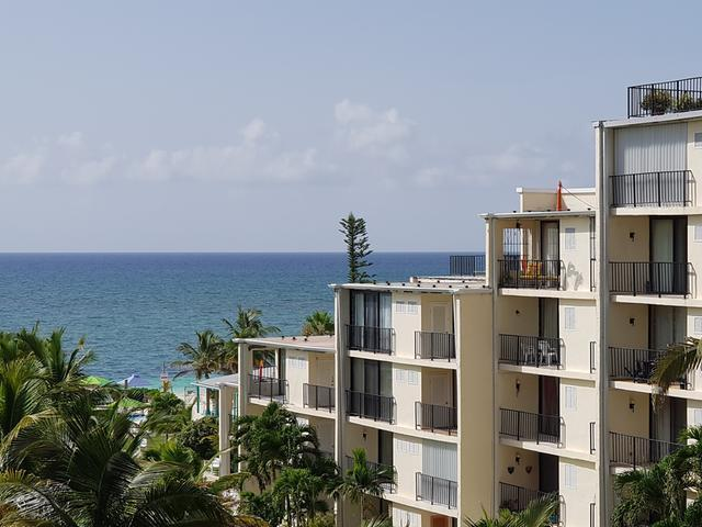 /listing-condo-in-lucaya-33465.html from Coldwell Banker Bahamas Real Estate