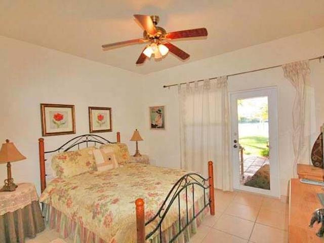 /listing-single-family-home-in-fortune-bay-33468.html from Coldwell Banker Bahamas Real Estate