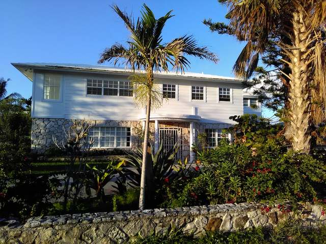 /listing-single-family-home-in-lucaya-33500.html from Coldwell Banker Bahamas Real Estate