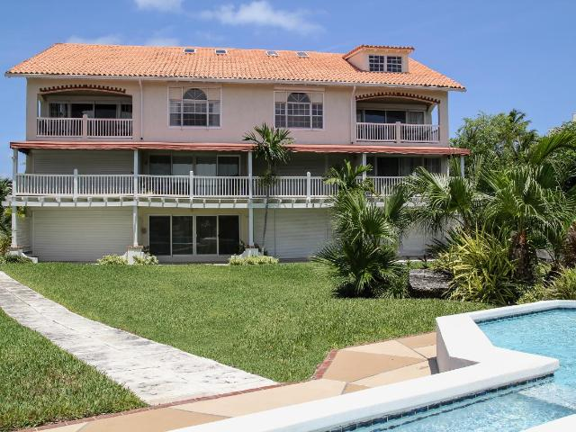 /listing-condo-in-paradise-island-33812.html from Coldwell Banker Bahamas Real Estate