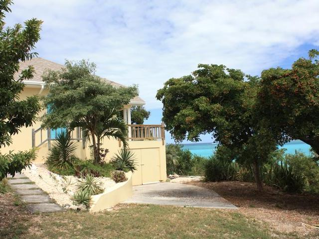/listing-single-family-home-in-lochabar-33965.html from Coldwell Banker Bahamas Real Estate