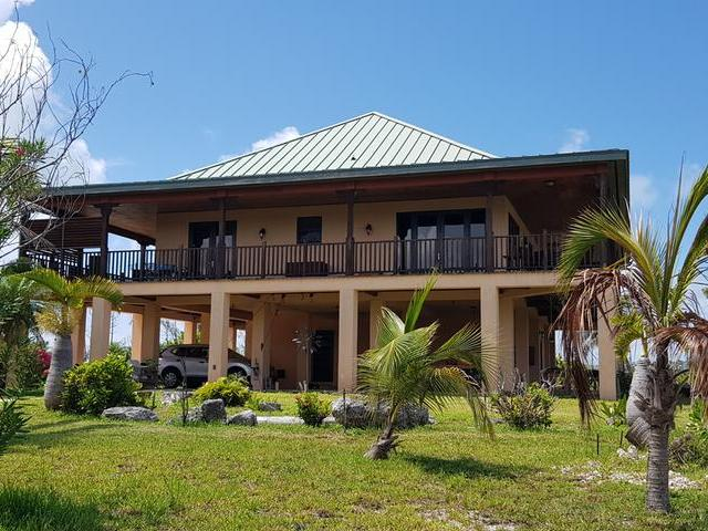 /listing-single-family-home-in-lucaya-34191.html from Coldwell Banker Bahamas Real Estate
