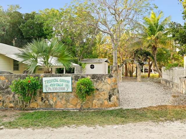 /listing-apartment-complex-in-hoopers-bay-35584.html from Coldwell Banker Bahamas Real Estate