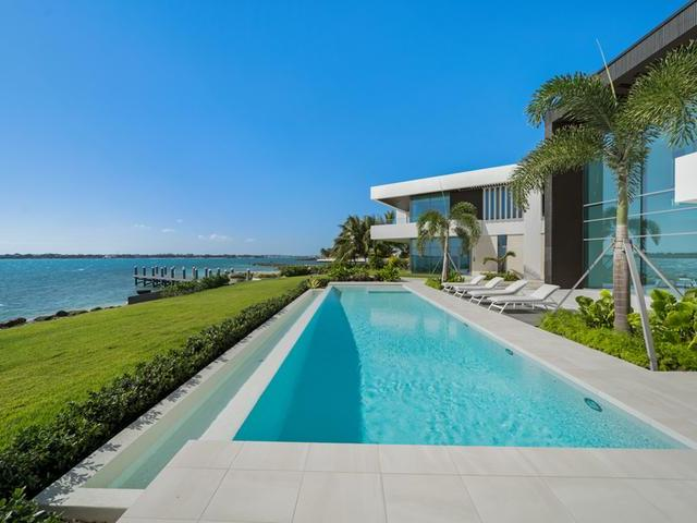 /listing-single-family-home-in-paradise-island-35555.html from Coldwell Banker Bahamas Real Estate