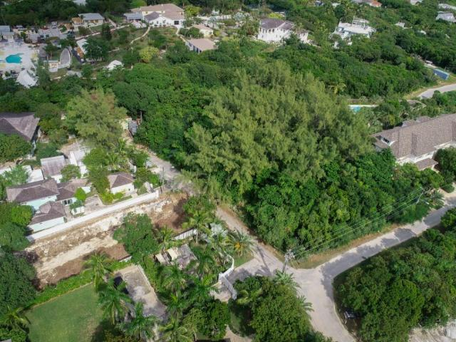 /listing-lots-acreage-in-harbour-island-35625.html from Coldwell Banker Bahamas Real Estate