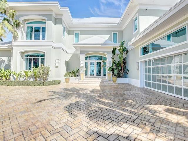 /listing-single-family-home-in-paradise-island-35813.html from Coldwell Banker Bahamas Real Estate