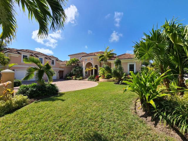 /listing-single-family-home-in-paradise-island-36731.html from Coldwell Banker Bahamas Real Estate