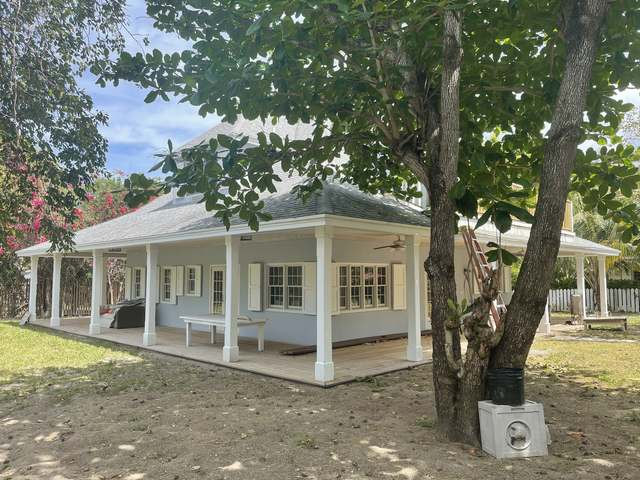 /listing-single-family-home-in-harbour-island-36773.html from Coldwell Banker Bahamas Real Estate