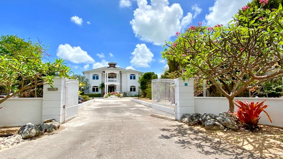 /listing-single-family-home-in-westridge-37384.html from Coldwell Banker Bahamas Real Estate