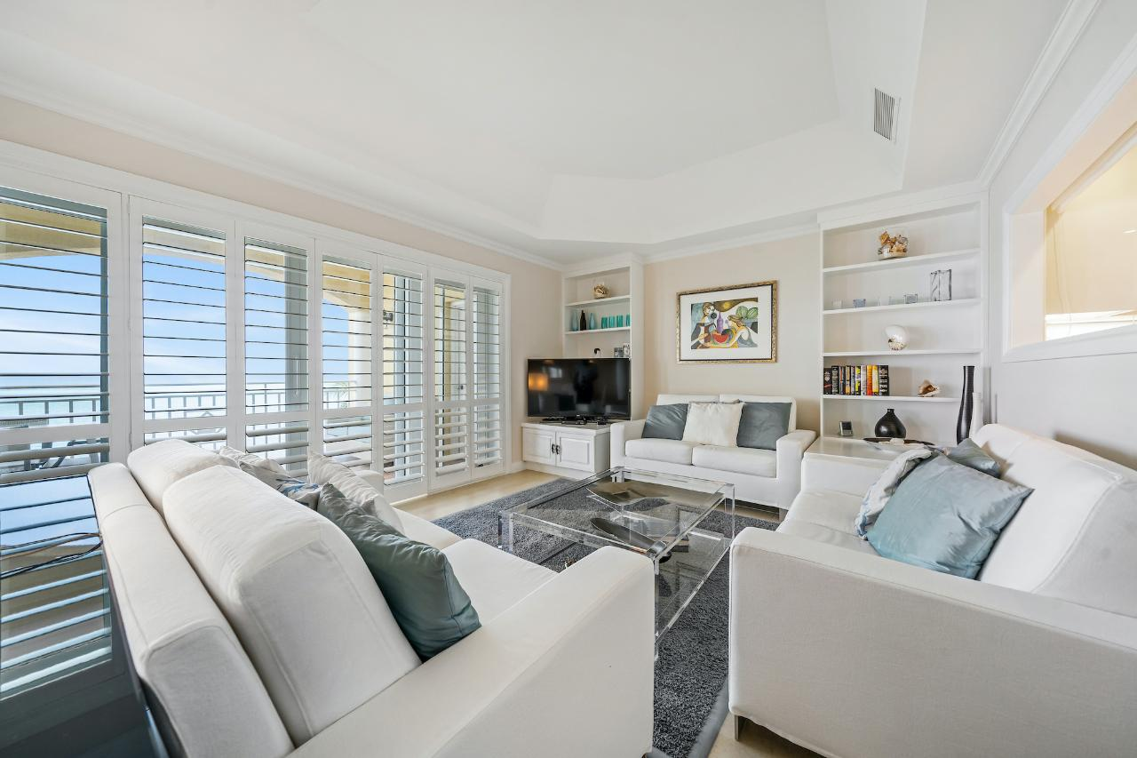 /listing-condo-in-west-bay-street-37493.html from Coldwell Banker Bahamas Real Estate