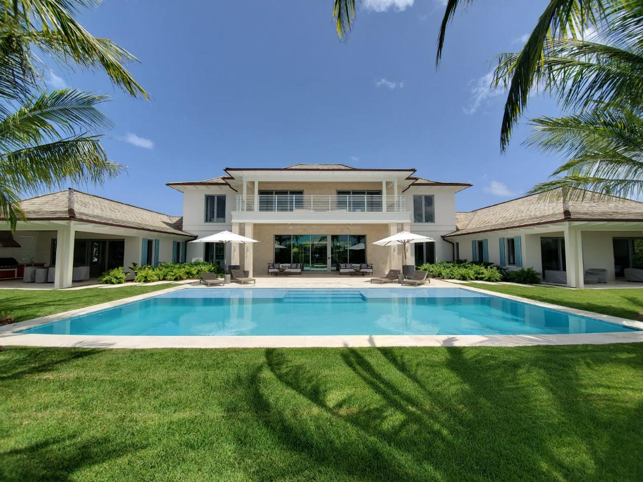 /listing-single-family-home-in-old-fort-bay-37909.html from Coldwell Banker Bahamas Real Estate