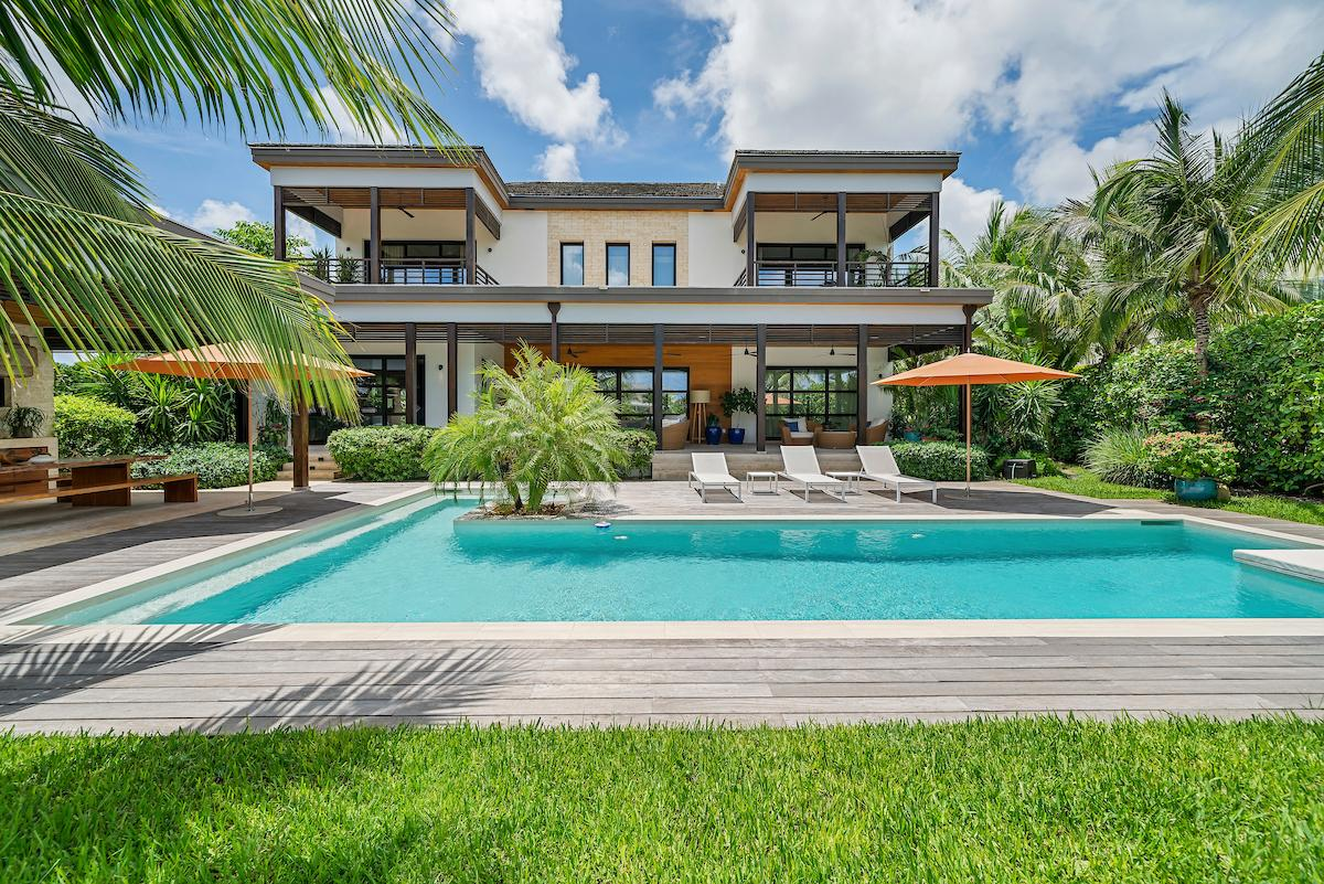 /listing-single-family-home-in-old-fort-bay-38411.html from Coldwell Banker Bahamas Real Estate