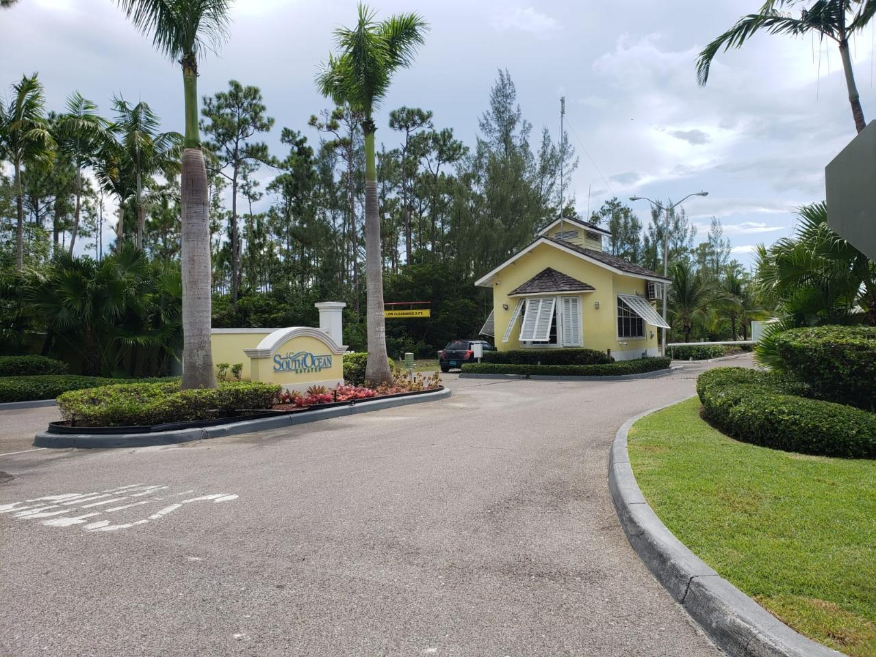 /listing-condo-in-south-ocean-38668.html from Coldwell Banker Bahamas Real Estate